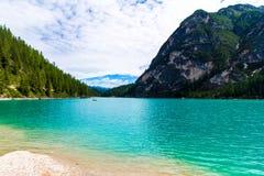 Braies jeziorny Lago Di Braies w chmurnym dniu, Południowy Tyrol, ital Fotografia Stock