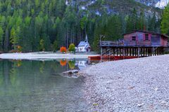 Braies lake and house in the background of Seekofel mountain. In Dolomites,Italy Pragser Wildsee stock images