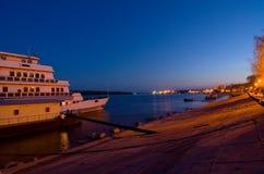 Braila y el Danubio por noche imágenes de archivo libres de regalías