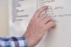 Braille-lectura Fotografía de archivo libre de regalías