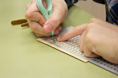 braille prickar som ser writeing Fotografering för Bildbyråer