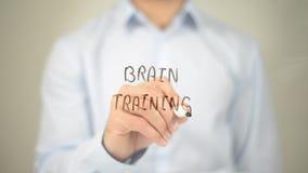 Brain Training, escrita do homem na tela transparente Fotografia de Stock Royalty Free