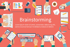 'brainstorming', διανυσματικό επίπεδο σχέδιο business businessman cmputer desk laptop meeting smiling talking to using woman Στοκ Φωτογραφία