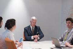 'brainstorming' ομάδας επιχειρηματιών στη συνεδρίαση Στοκ φωτογραφία με δικαίωμα ελεύθερης χρήσης