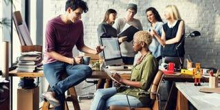 Brainstorming-Arbeitsarbeitsplatz-Konzept der afrikanischen Abstammung Lizenzfreie Stockfotos