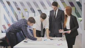 Brainstorming in een commerciële vergadering stock videobeelden