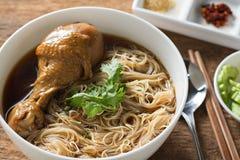 Braised стиль супа лапши цыпленка тайский Стоковые Изображения RF