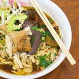 Braised стиль супа лапши цыпленка тайский Стоковая Фотография