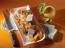 Braised фланк телятины с горьким апельсином, апельсиновым соком моркови на wh стоковое фото
