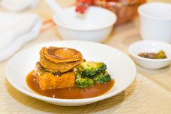 Braised abalone with broccoli and beancurd, premium expensive Ch. Inese delicacy served during dinner celebrations Royalty Free Stock Photos