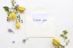 Brakuję ci wiadomość karciany handwriting z ylang kwiatem fotografia stock