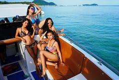 Brakuje Ponadnarodowego Tajlandia 2017, Campingową wycieczkę i krótkopędu bikini, Obrazy Stock