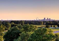 Brama łuk Louis i St, Missouri linia horyzontu zdjęcia stock