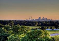 Brama łuk Louis i St, Missouri linia horyzontu obraz royalty free