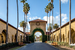Brama Główny kwadrat przy uniwersyteta stanforda kampusem - Palo Alto, Kalifornia, usa obraz royalty free