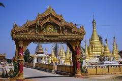 Brama i stupas Zdjęcia Stock