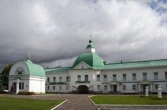 Brama kościół St Nicholas Wonderworker Aleksander monasteru Leningrad region Rosja obrazy stock