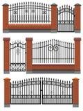 Brama ogrodzenia z cegłami i metal kratownica. Fotografia Royalty Free