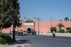 Brama w starych miasto ścianach, Marrakech Medina, Maroko fotografia stock