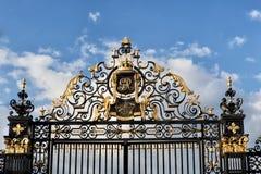 Brama z królewskimi ornamentami Fotografia Stock