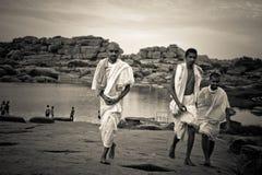 Braminów księża Hampi, Karnataka, India obrazy royalty free