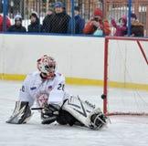 Bramkarz bawić się pełnozamachowego hokeja Obraz Royalty Free