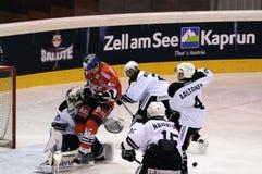 bramkarza gracz w hokeja bieg Zdjęcie Royalty Free