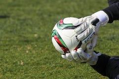 Bramkowy pastuch Paok z piłką w jego rękach podczas drużyny Obraz Stock