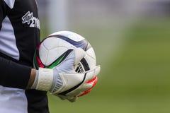 Bramkowy pastuch Paok z piłką w jego rękach podczas drużyny Zdjęcia Royalty Free