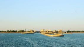 Bramy Volga hydroelektryczny Ptaki w ranku niebie świt Miasto Volgograd, Rosja zbiory