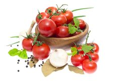 The branch of cherry tomatoes in a wooden bowl, Royalty Free Stock Image