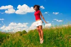 Brancher heureux de jeune femme Photographie stock libre de droits