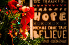 Branches d'arbre de Noël avec des souhaits Photos libres de droits