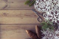Branches d'arbre de Noël de flocons de neige de papier fait main Photo stock