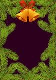 Branches d'arbre de sapin avec le cadre rouge de nouvelle année d'arc et de cloches photos stock