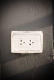 Branchez le dispositif utilisé pour relier les signaux électriques à élém. élect. image libre de droits