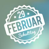 Branco alemão de Schalttag 29 Februar Stempel em um fundo azul da névoa do bokeh Ilustração do Vetor
