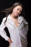 Branco chinês atrativo da menina no preto Fotos de Stock Royalty Free