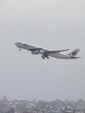 Branco com o Virgin vermelho e azul Austrália de Airbus A330-323 Foto de Stock Royalty Free