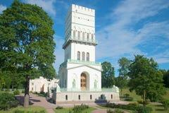 ` Branco da torre do ` do pavilhão do palácio um o dia ensolarado em julho Alexander Park de Tsarskoye Selo Imagens de Stock Royalty Free