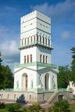 ` Branco da torre do ` do pavilhão em Alexander Park do fim de Tsarskoye Selo acima St Petersburg Imagem de Stock