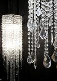 Branco de cristal da lâmpada dos strass sobre o fundo preto fotografia de stock royalty free