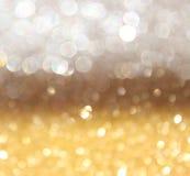 Branco e luzes abstratas do bokeh do ouro. fundo defocused Imagem de Stock Royalty Free