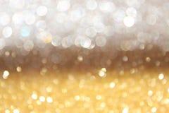 Branco e luzes abstratas do bokeh do ouro. fundo defocused Imagem de Stock