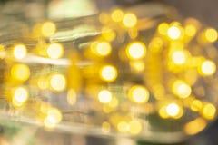 Branco morno conduzido incandescente retro clássico da lâmpada elétrica no fundo do borrão, ampola do vintage fotos de stock