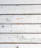 Branco velho o forro de madeira pintado embarca a parede. Imagens de Stock