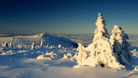 Brancura em montanhas gigantes/Karkonosze Fotos de Stock Royalty Free