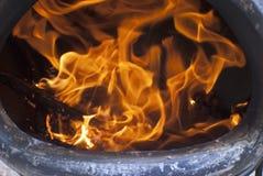 Brand binnen een chiminea Stock Foto