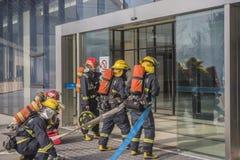 Brand borrar organiserat av regeringen för att ställa in brandslangar arkivfoton