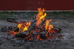 Brand bränner ner Royaltyfria Foton